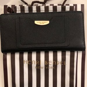 Black Henri Bendel Wallet